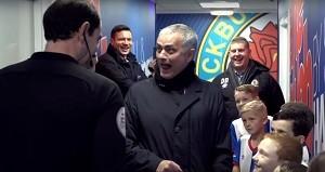 BLOG: Menino arranca risadas de Mourinho ao tentar influenciar árbitro antes de jogo
