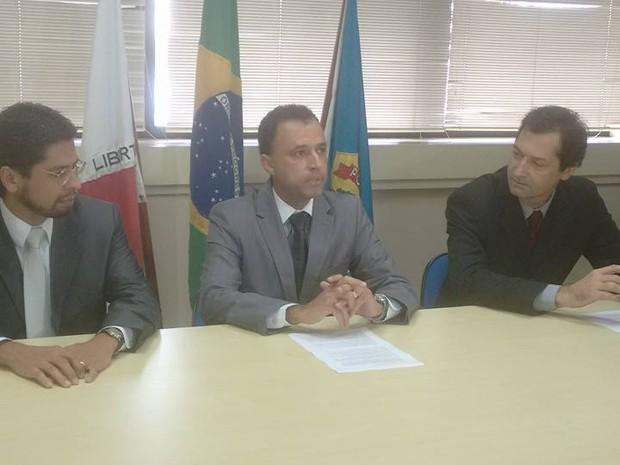 Bruno Costa, Procurador da República; Cristiano Campidelli, delegado da Polícia Federal e Antônio Nader, delegado da Receita Federal. (Foto: Diego Souza/G1)