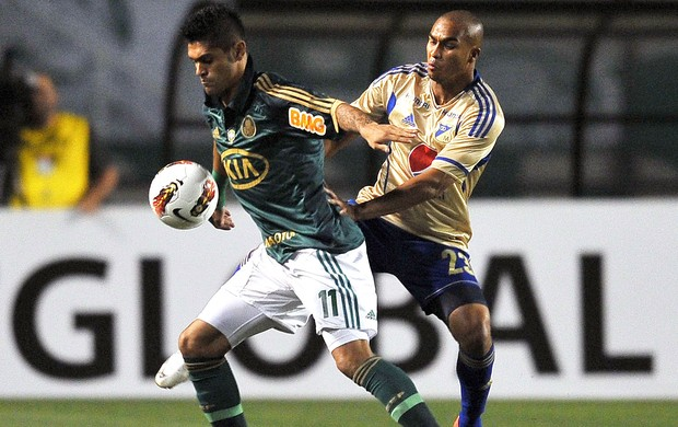 Luan e Lewis Ochoa, Palmeiras x Millonarios (Foto: Agência AFP)