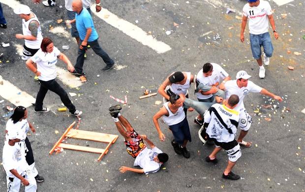 Briga Vila Belmiro (Foto: Marcos Ribolli)