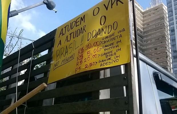 Em caminhão, a tabela de doações para o Vem Pra Rua (Foto: Aline Imércio/ÉPOCA)