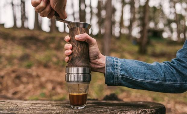 Cafeteira manual promete café expresso (Foto: Divulgação)