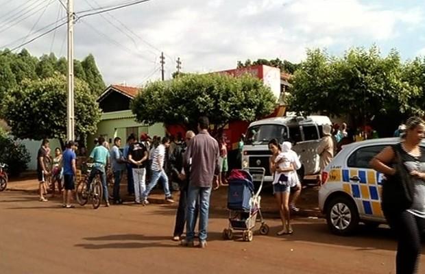 Crime aconteceu dentro de uma loja de celulares de Itumbiara, Goiás (Foto: Reprodução/TV Anhanguera)