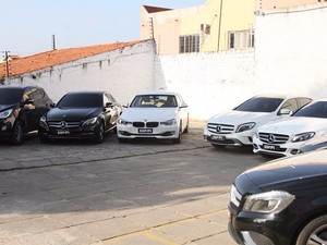 Carros de luxo eram vendidos por até R$ 30 mil (Foto: Polícia Civil/Divulgação)