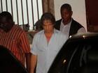 Roberto Carlos vai a igreja no Rio