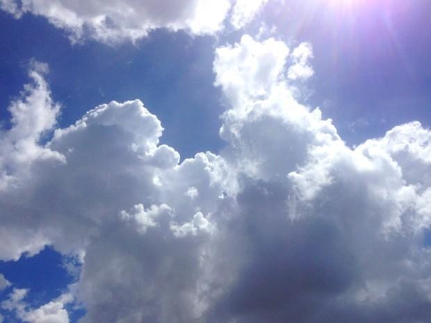Tempo nublado e quente nesta sexta-feira em Campo Grande (Foto: Luan Saraiva/G1 MS)