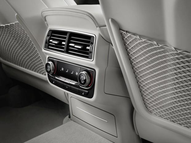 Regulagem do ar-condicionado dos assentos traseiros do Audi Q7 (Foto: Divulgação)
