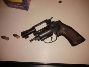 arma apreendida pela PM de Mogi das Cruzes (Foto: Divulgação/ Polícia Militar)