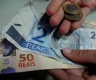 Lei propõe subir salário mínimo para R$ 854 (Natália Mello/ G1)