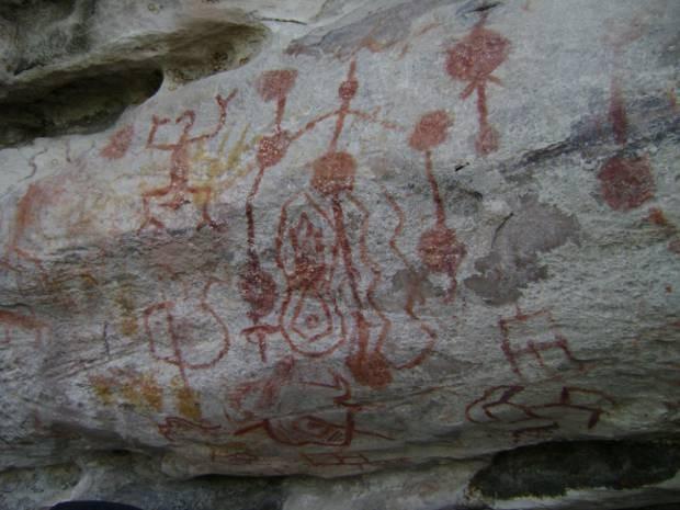 Segundo pesquisadores, as gravuras foram feitas povos antigos da Amazônia. (Foto: Cassia Rosa/Arquivo pessoal)