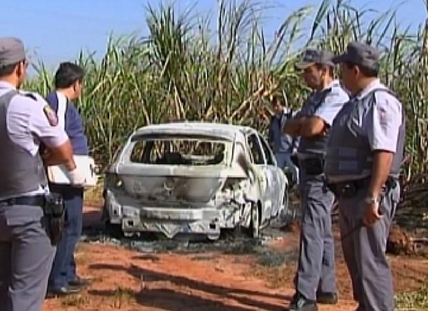 Carro foi encontrado próximo a corpo, com carta de despedida (Foto: Reprodução / TV TEM)