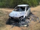 Carro incendiado é encontrado com dois corpos em cidade da Bahia