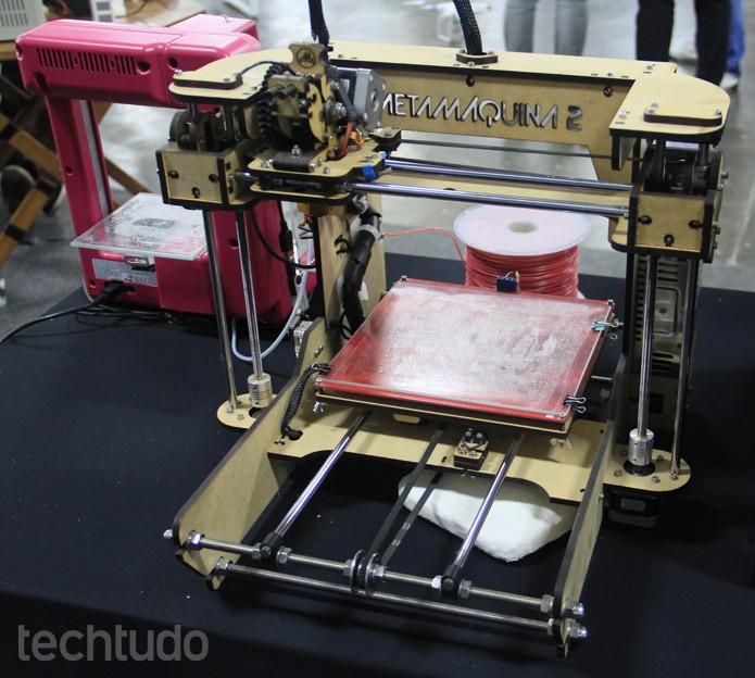 A Metamáquina é uma impressora 3D criada no Brasil. Pode ser comprada inteira ou desmontada (Foto: Renato Bazan/TechTudo)
