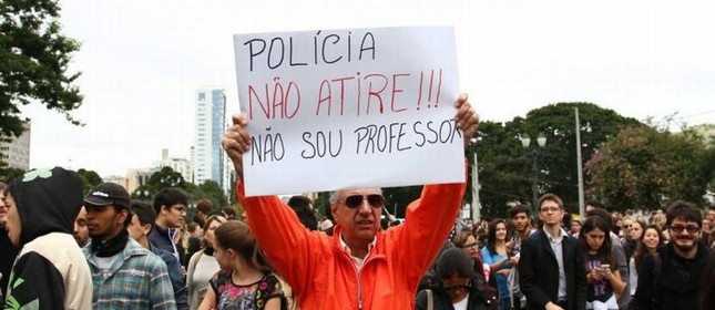 Em Curitiba, o protesto dos professores (Foto: Arquivo Google)