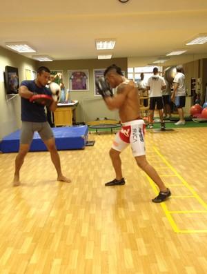 Andrews Nakahara e Vitor Belfort em treino (Foto: Reprodução)