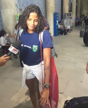 Etiene Medeiros chegada natação brasil (Foto: Richard Souza)