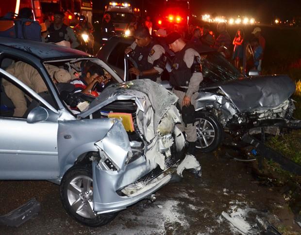 Colisão frontal deixou nove pessoas feridas em Santa Rita na noite desta segunda-feira (5) (Foto: Walter Paparazzo/G1)