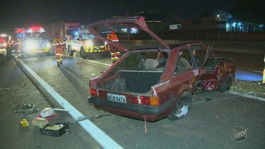Carro capota na Rodovia Anhanguera e passageira é arremessada na pista