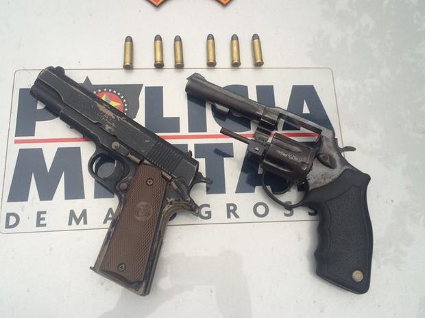 Suspeito usou arma de brinquedo ao tentar assaltar banco em Cuiabá (Foto: Divulgação/Polícia Militar)