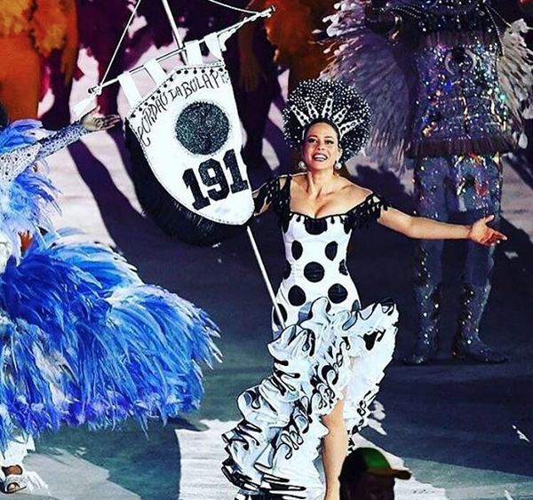Leandra Leal durante a festa de encerramento das Olimpíadas, no Maracanã (Foto: Reprodução/Instagram)