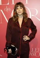 Alice Wegmann usa look no estilo 'pijaminha' avaliado em R$12 mil