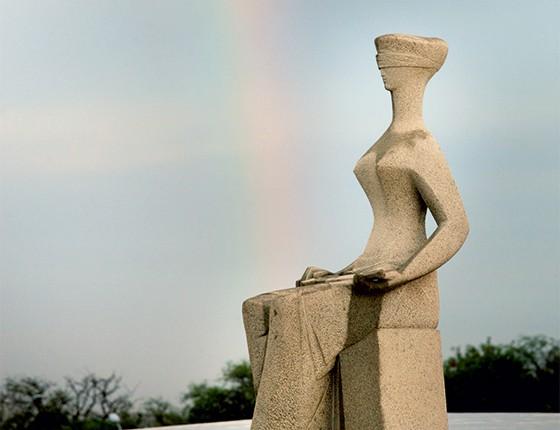 Estátua da Justiça na Praça dos Três Poderes  (Foto: Banco de imagens/Fotoaudiência)