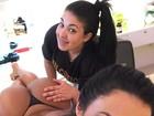 Gracyanne Barbosa ganha massagem de topless e calcinha fio-dental