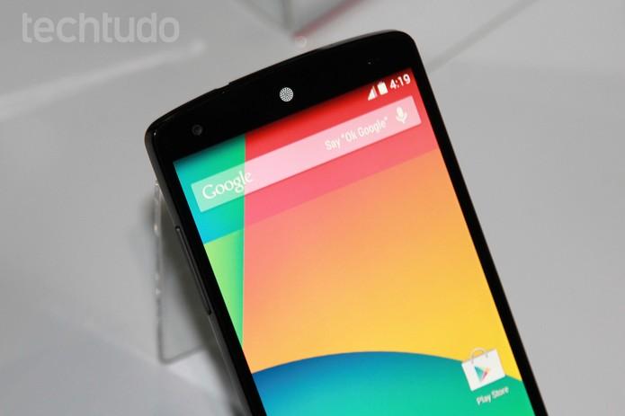 Tela do Nexus 5 tem resolução Full HD (Foto: Isadora Díaz/TechTudo)