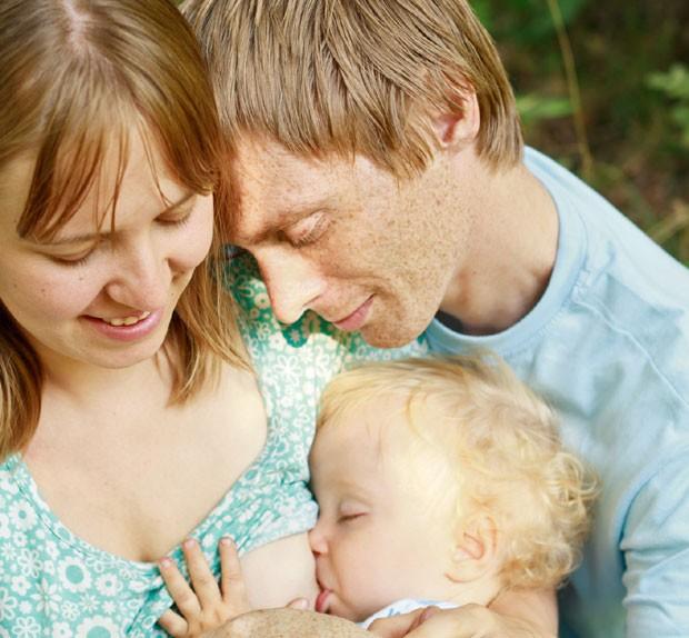 amamentação; pai; mãe; pós-parto (Foto: Thinkstock)