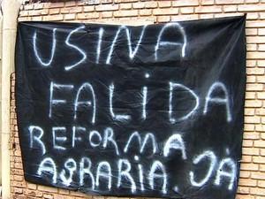 Integrantes da FNL desocuparam a Usina Santa Fany, em Regente Feijó, na tarde desta terça-feira (9) (Foto: Reprodução/TVFronteira)