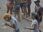 Carnaval do 'mela-mela' em Alter do Chão atrai milhares de foliões