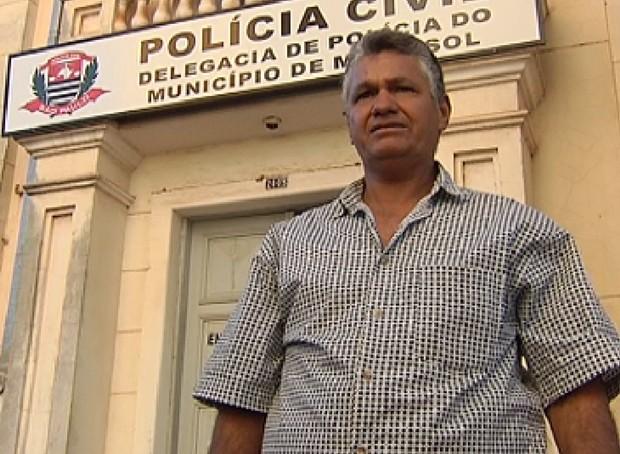 Em choque, pai reconheceu corpo e disse que era seu filho, mas se enganou (Foto: Reprodução / TV Tem)