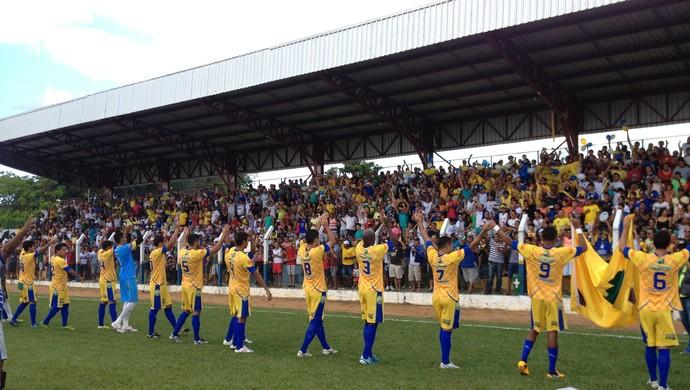 Interporto faz saudação para torcida no estádio General Sampaio (Foto: Fabrício Soveral/GloboEsporte.com)