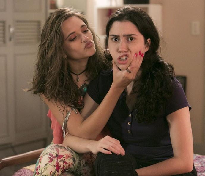 Juliana Paiva brinca com Olivia Torres (Foto: Raphael Dias/Gshow)