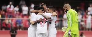São Paulo vence Sport por 3 a 0 e volta ao G-4 do Brasileirão (Marcos Ribolli/Globoesporte)
