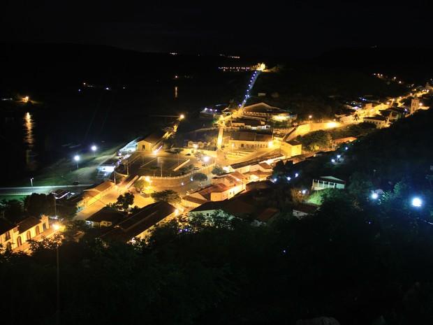 Vista noturna de um dos principais mirantes da cidade de Piranhas  (Foto: Waldson Costa/ G1)