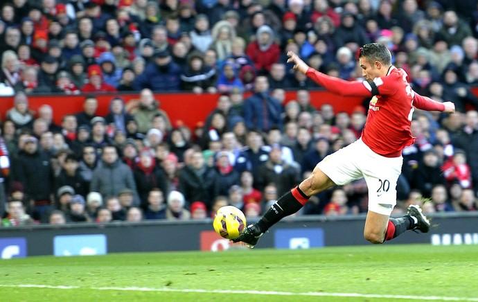 Van Persie marca gol do Manchester United contra o Leicester (Foto: Agência EFE)