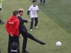Príncipe William adota a diplomacia do futebol na China