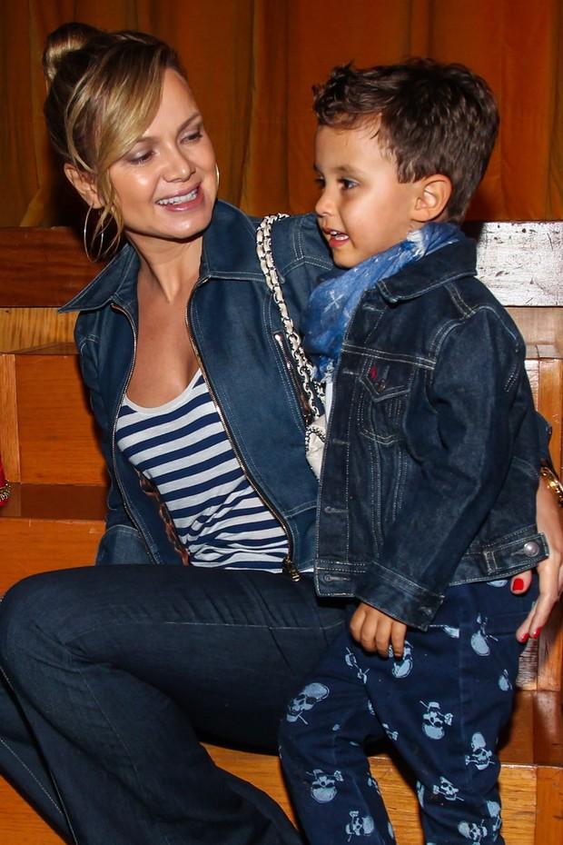 Eliana com o filho Arthur (Foto:  Manuela Scarpa/Photo Rio News )