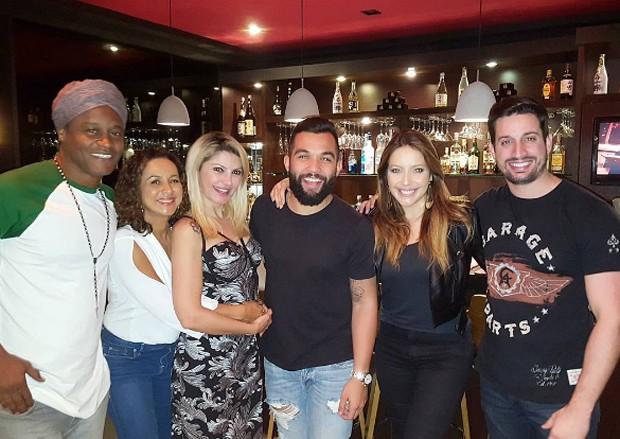 Antonia Fontenelle com Jonathan Costa e amigos (Foto: Reprodução/Instagram)