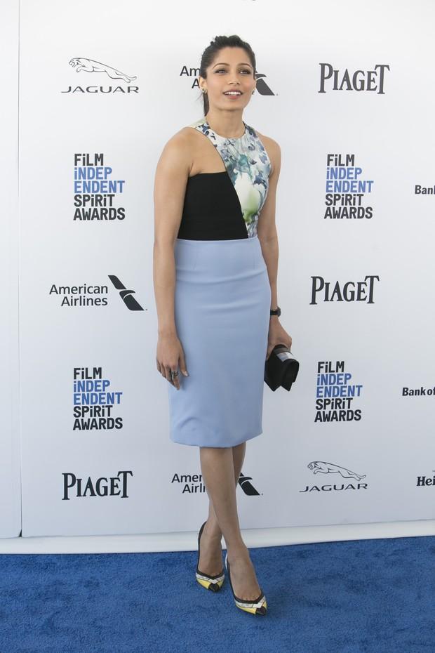 Freida Pinto em prêmio de cinema em Los Angeles, nos Estados Unidos (Foto: Adrian Sanchez-Gonzalez/ AFP)