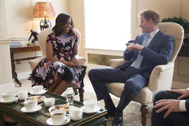 Michelle Obama e príncipe Harry (Foto: Reprodução / Twitter)