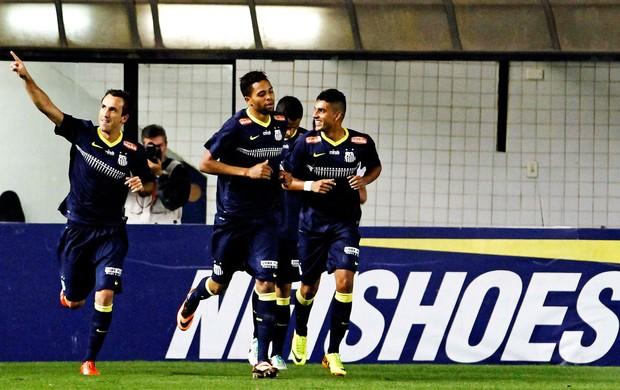 Thiago Ribeiro gol Santos contra Goiás (Foto: Léo Pinheiro / Agência Estado)