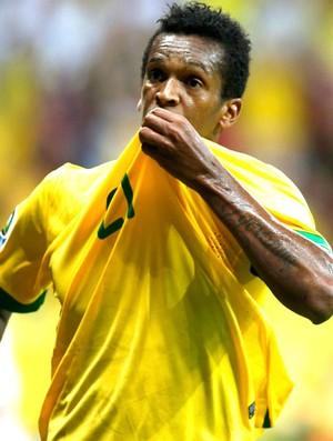 Jô comemora gol do Brasil contra o Japão (Foto: Agência Reuters)