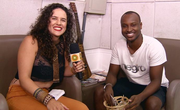 Márcia Novo entrevista cantor Thiaguinho (Foto: Rede Amazônica)