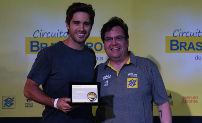 Bruno Schmidt melhor jogador da temporada circuito brasileiro de vôlei de praia (Foto: Matheus Vidal/CBV)