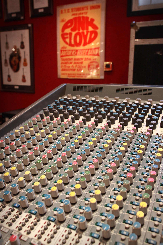 Console dos estúdios Abbey Road (Foto: Getty Images/  Peter Macdiarmid )
