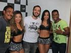Ex-BBB Max Porto curte show do É o Tchan em Curitiba