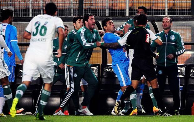 confusão no jogo entre Palmeiras e Paysandu (Foto: Marcos Ribolli / Globoesporte.com)