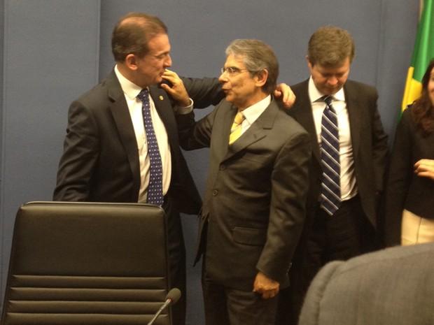 O presidente do Supremo Tribunal Federal, Ayres Britto, recebe cumprimento de Ophir Cavalcanti, presidente da OAB (Foto: Mariana Oliveira / G1)